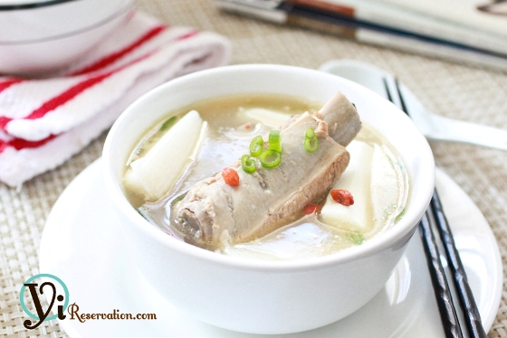 Post image for Fresh Chinese Yam with Spareribs Soup (山藥排骨湯)