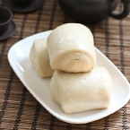 Easy Mantou Recipe (Chinese Steamed Bun) 饅頭