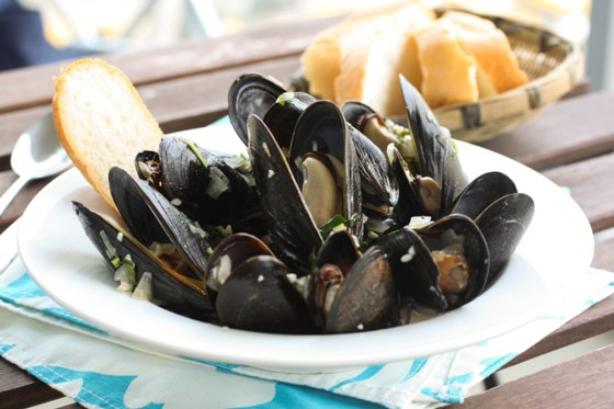 Post image for Steamed Mussels in White Wine Sauce {Cooking Planit ...