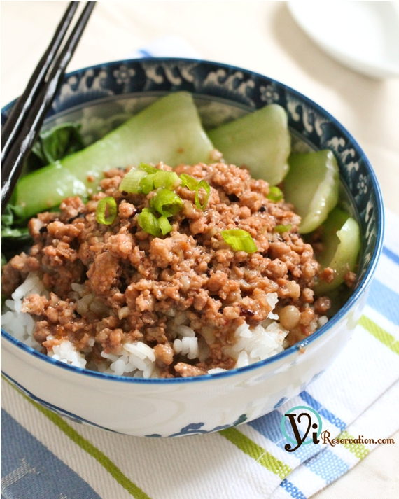 Taiwanese Minced Pork Sauce over Rice ()
