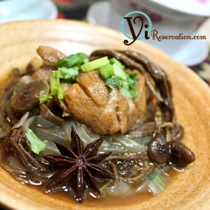 Chicken Braised with Wild Mushroom (茶樹菇粉條燜雞)